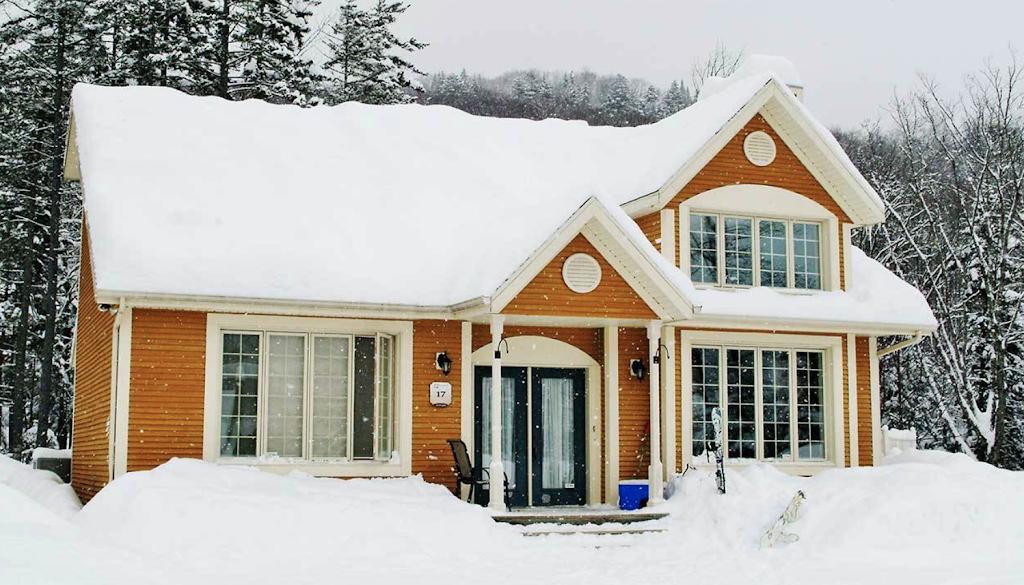 Chalets à Louer | MonsieurChalets.com | real estate agency | 153 Chemin de la Martine, Petite-Rivière-Saint-François, QC G0A 2L0, Canada | 8446242538 OR +1 844-624-2538