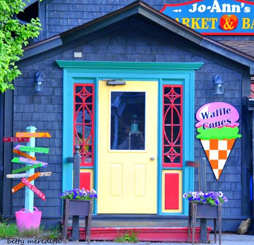 Jo-Anns Deli Market and Bake Shop | bakery | 9 Edgewater St, Mahone Bay, NS B0J 2E0, Canada | 9026246305 OR +1 902-624-6305