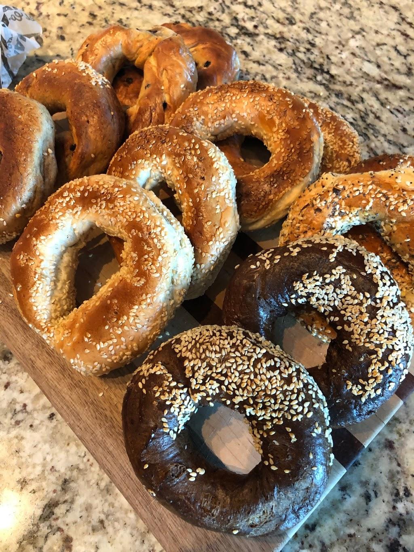 Kettlemans Bagel   bakery   847 Browns Line, Etobicoke, ON M8W 3V7, Canada   4165194884 OR +1 416-519-4884
