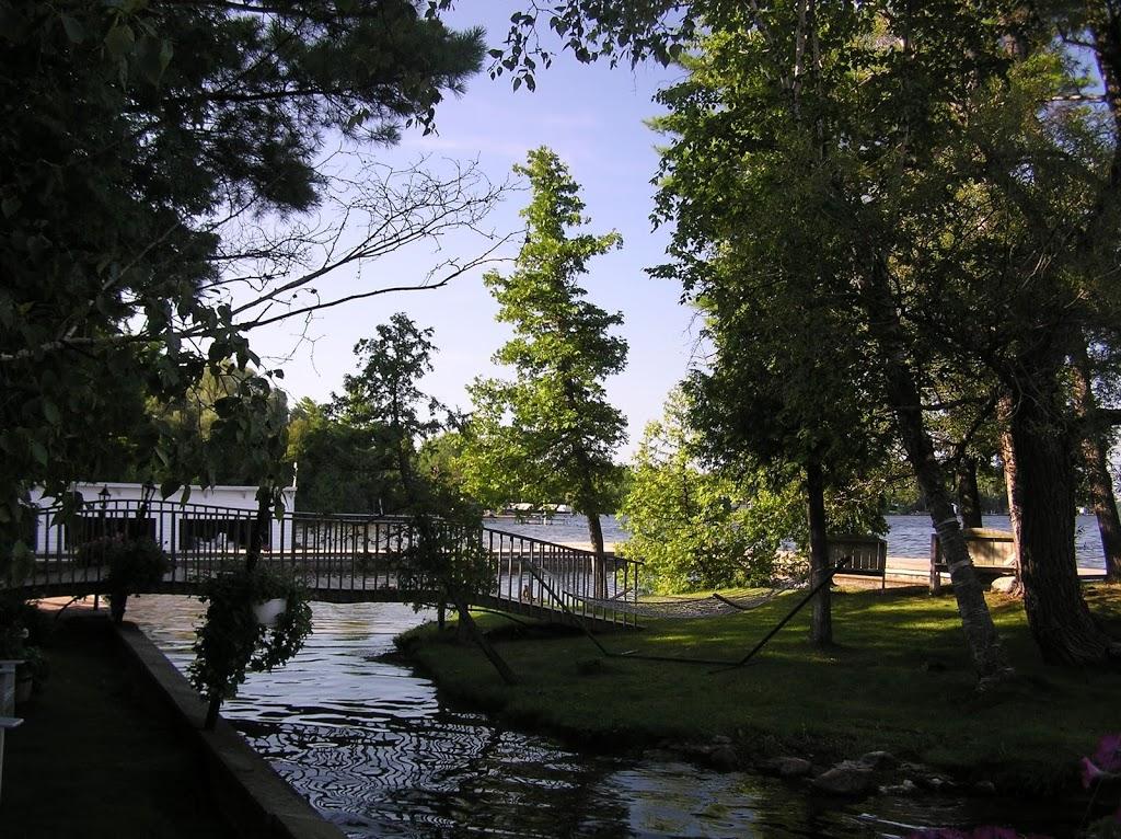 Royal Resort | lodging | 44 Royal Cedar Rd, Fenelon Falls, ON K0M 1N0, Canada | 7054542800 OR +1 705-454-2800