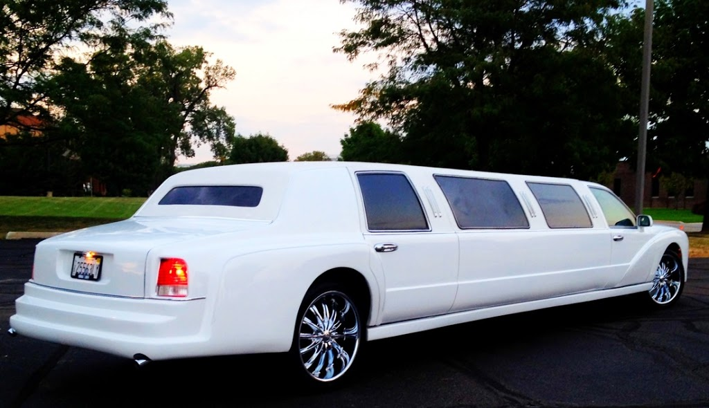 Dorchester Limo | travel agency | 47 Weymouth Dr, London, ON N5V 4E3, Canada | 5192687034 OR +1 519-268-7034