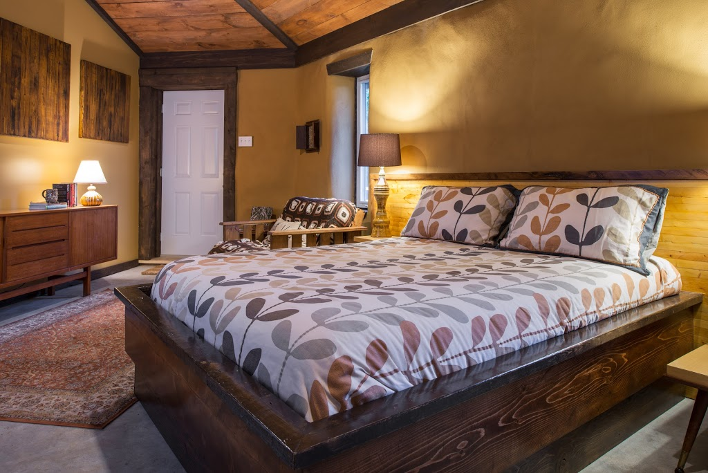 Owls Nest Suites   lodging   2603 Victoria Rd, Carrying Place, ON K0K 1L0, Canada   6139191041 OR +1 613-919-1041