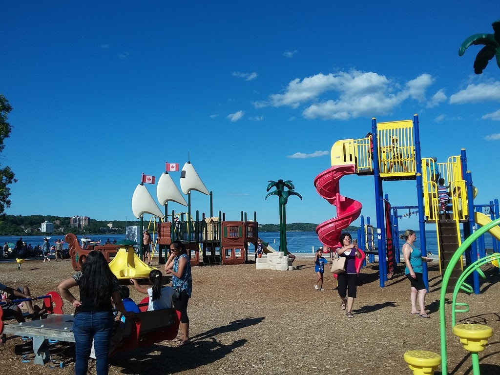 Splash ON Water Parks | amusement park | 55 Lakeshore Dr, Barrie, ON L4M 4T5, Canada | 7052791322 OR +1 705-279-1322