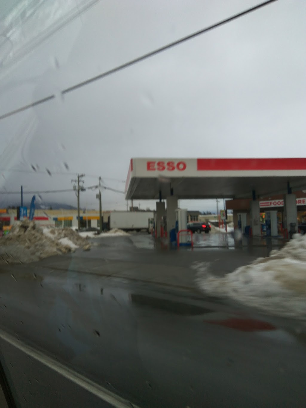 Esso | gas station | 45736 Yale Rd, Chilliwack, BC V2P 2N2, Canada | 6047928970 OR +1 604-792-8970