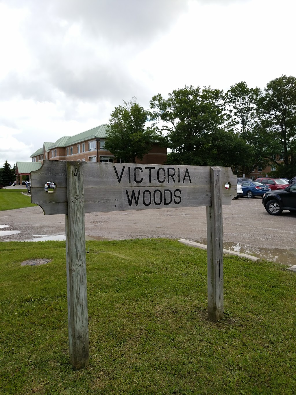 Victoria Woods | park | 132 Lillian Crescent, Barrie, ON L4N 5X5, Canada | 7057264242 OR +1 705-726-4242
