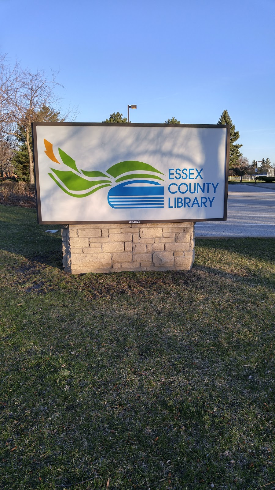 Essex County Library - Tecumseh Branch   library   13675 St Gregorys Rd, Windsor, ON N8N 3E4, Canada   2269461529230 OR +1 226-946-1529 ext. 230