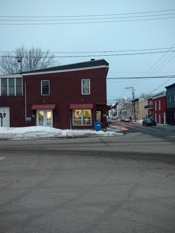 Alimentation M | clothing store | 1300 rue de la pointe aux lievres, Québec, QC G1M 4M2, Canada | 4188003056 OR +1 418-800-3056