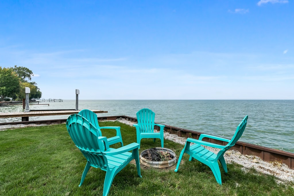 Lake'n it Eazy - Belle River on the Lake | lodging | 671 Ross Beach Rd, Belle River, ON N0R 1A0, Canada | 5199998462 OR +1 519-999-8462