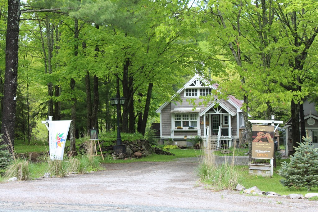 Miskwaa Art Studio And Outdoor Gallery | art gallery | 250 Edwina Dr, Bobcaygeon, ON K0M 1A0, Canada | 4168890096 OR +1 416-889-0096