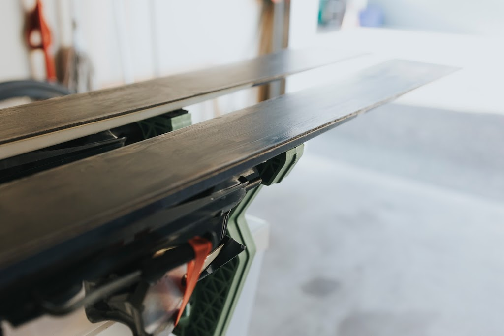 Ski-Xpress   Ski & Board Waxing Services   store   11711 King Rd #2, Richmond, BC V7A 3B5, Canada   7788981414 OR +1 778-898-1414