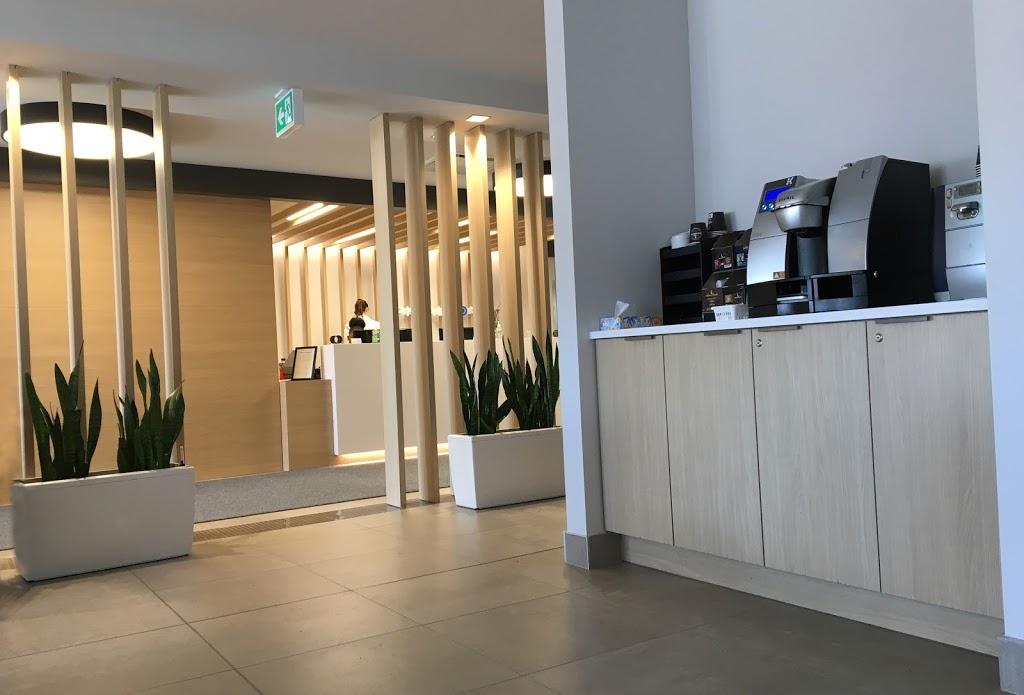 OphtalmoMED   doctor   700 Boulevard Curé-Poirier O, Longueuil, QC J4J 2J2, Canada   4502861011 OR +1 450-286-1011