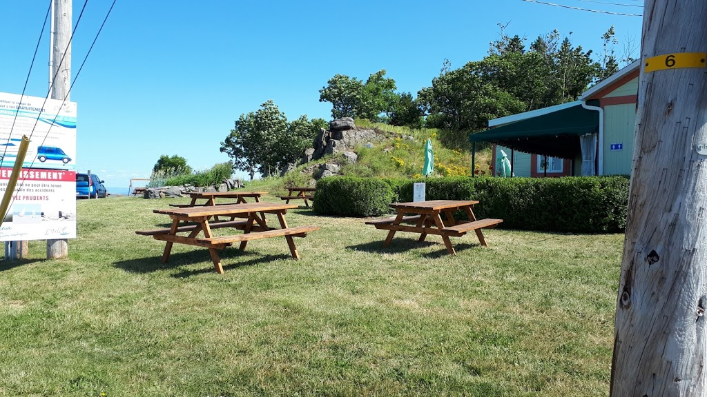 Bar-Terrasse au Bord de leau | restaurant | Route du Quai, LIslet, QC G0R 2B0, Canada | 4182473264 OR +1 418-247-3264