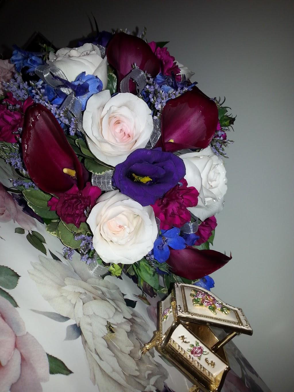 Creations By Mom & Me   florist   2365 Gordon Dr #111, Kelowna, BC V1W 3C2, Canada   2508608165 OR +1 250-860-8165