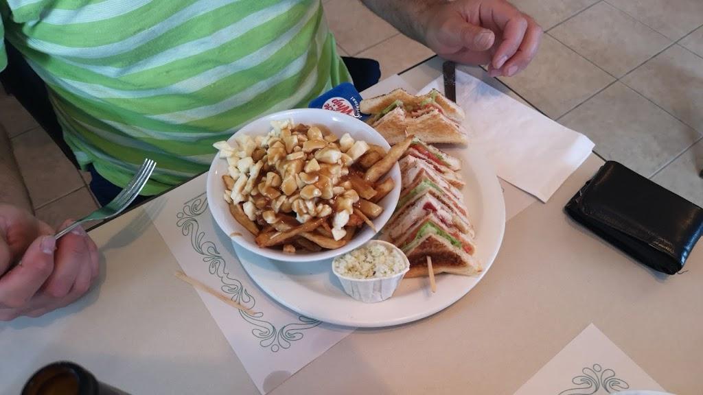 Resto Le Gourmet | restaurant | 14 Rue Principale E, Saint-Fabien-de-Panet, QC G0R 2J0, Canada | 4182494186 OR +1 418-249-4186