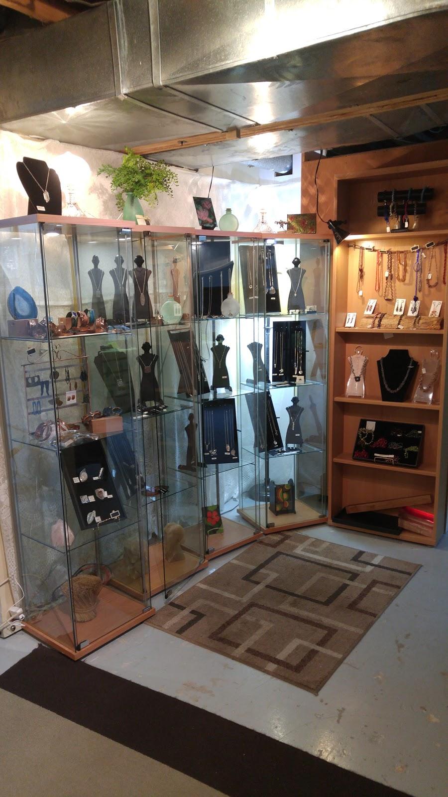Jewelry Artlou - Louise Séguin Joaillière   jewelry store   2589 Rue du Bourgogne, Saint-Lazare, QC J7T 2C1, Canada   5149130586 OR +1 514-913-0586